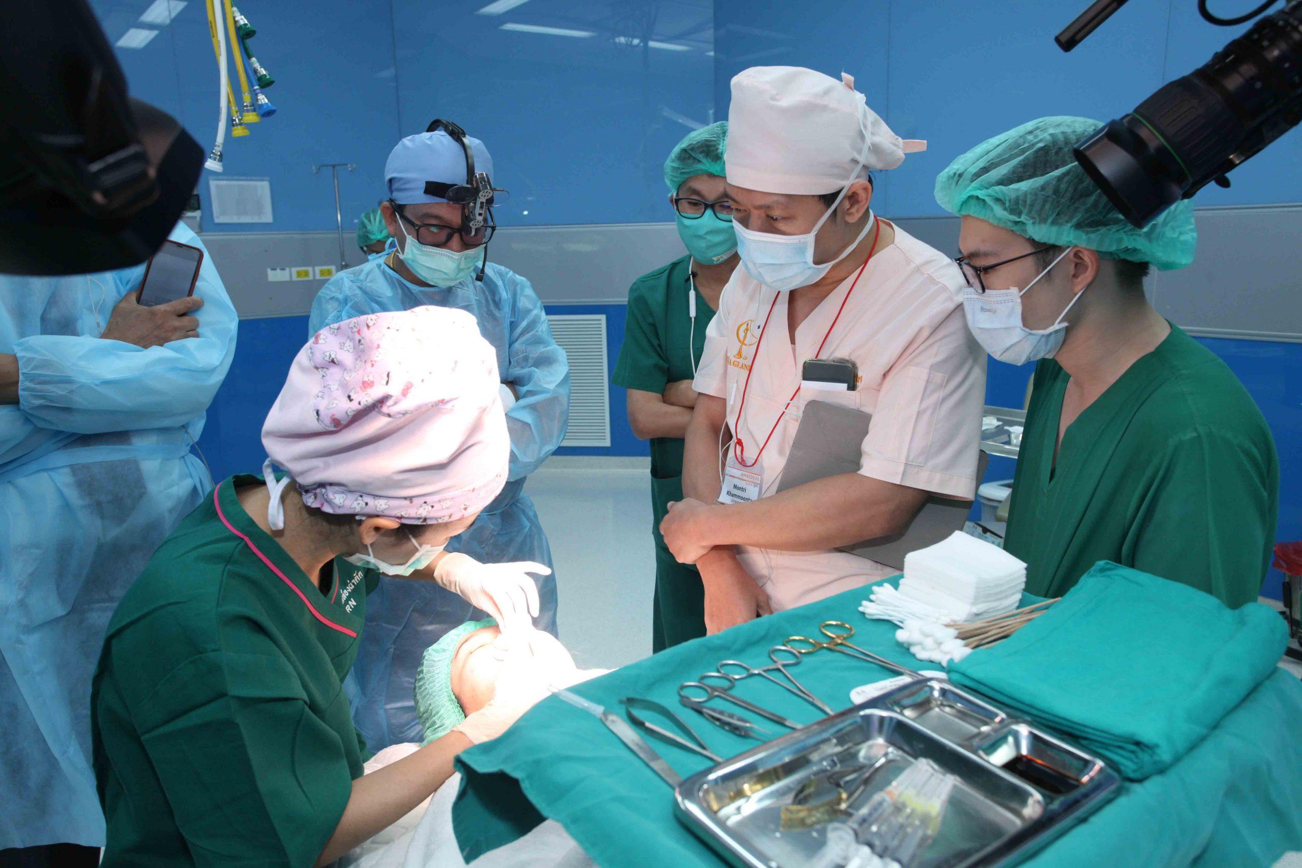 About Doctor, คลินิคศัลยกรรมความงาม โดย นายแพทย์ พลศักดิ์ วรไกร (หมอเปิ้ล)